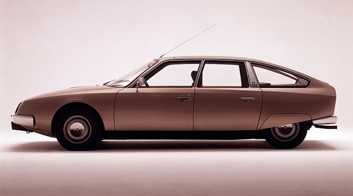 シトロエンCX(1974年)。約20年続いたDSの後継車をデザインするという重責を担いながら、オプロンは新時代の解釈を提示した。