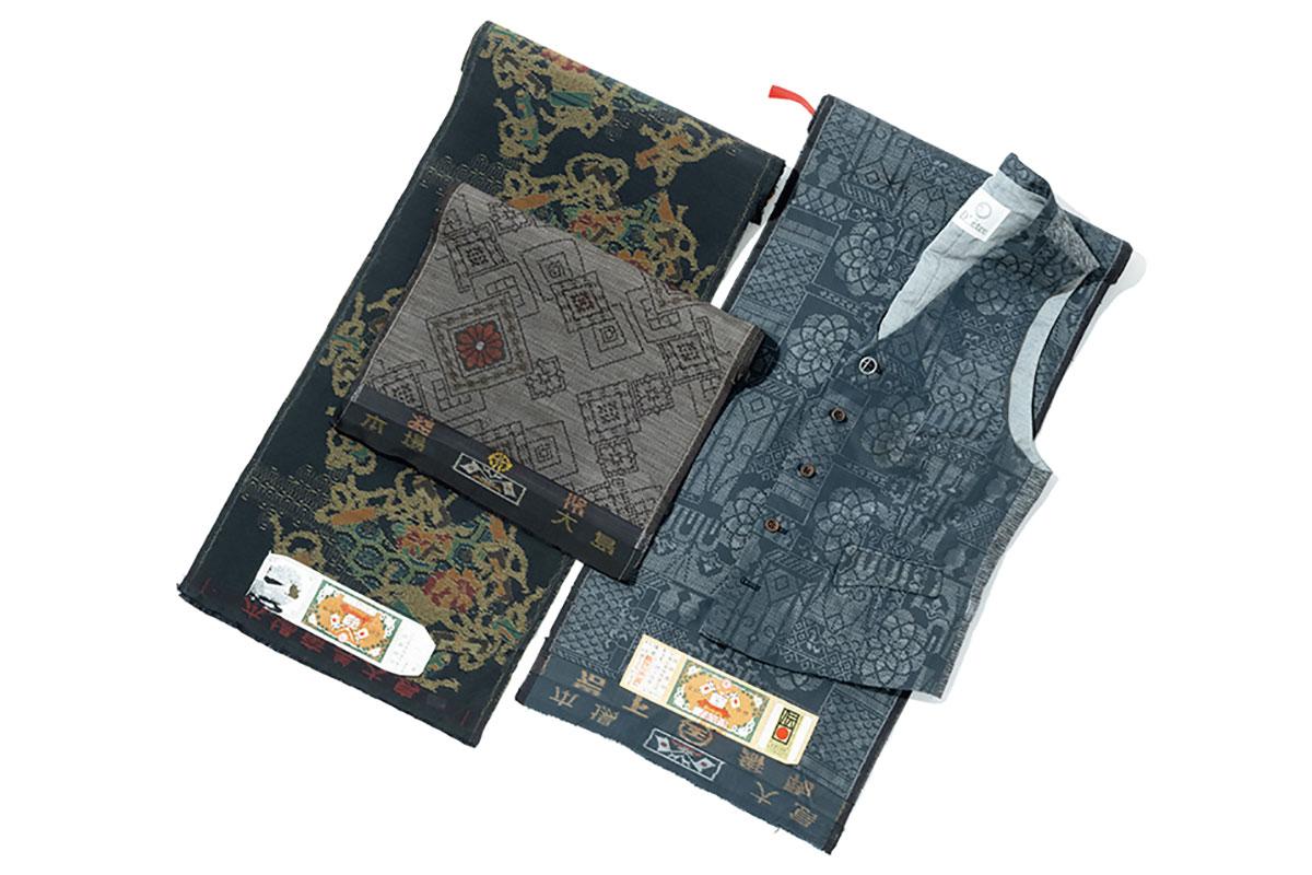 着物の反物は、横幅がジレの片前身頃のサイズにぴったり。日本人の髪や肌の色に合うから、ジレの仕立てでも違和感がない。また、日本固有の意匠から外国での人気も高いとか。左は数十年前の大島紬で、他に結城紬や西陣織からも仕立てられる。シルク7万5000円 ※価格はすべて税抜き