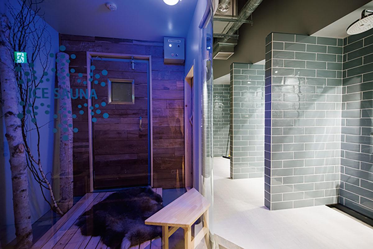 サウナ後の冷水の代わりに、マイナス25℃の冷気を浴びるアイスサウナを設置(左奥)。