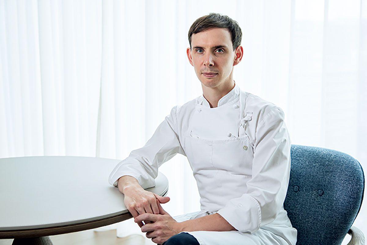 総料理長のダニエル・カルバート氏。『アジアのベストレストラン50』で4位を獲得した香港のビストロ「ベロン」でヘッドシェフを務めたイギリス人。